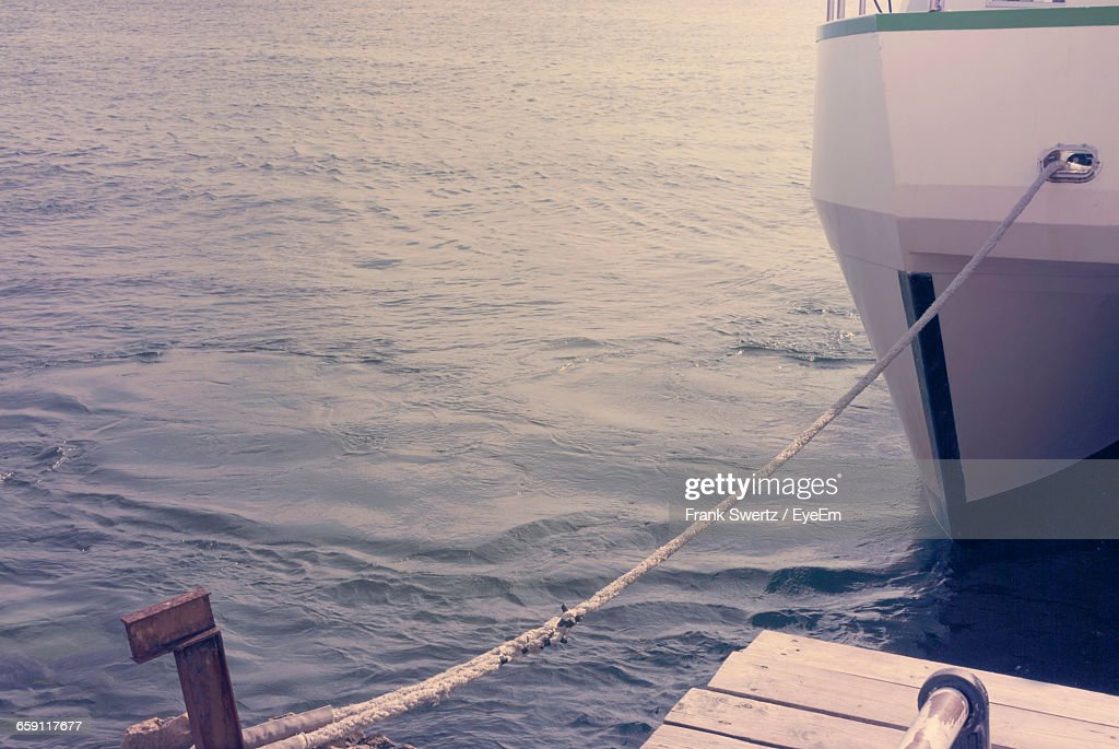 Boat Moored At Lake : Stock-Foto