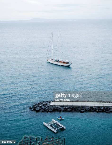 a boat off the coast of sorrento, italy - lauryn ishak stock pictures, royalty-free photos & images