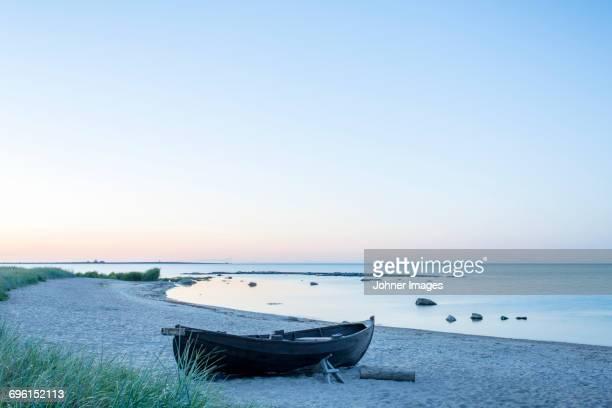 boat on beach at dusk - gotland bildbanksfoton och bilder