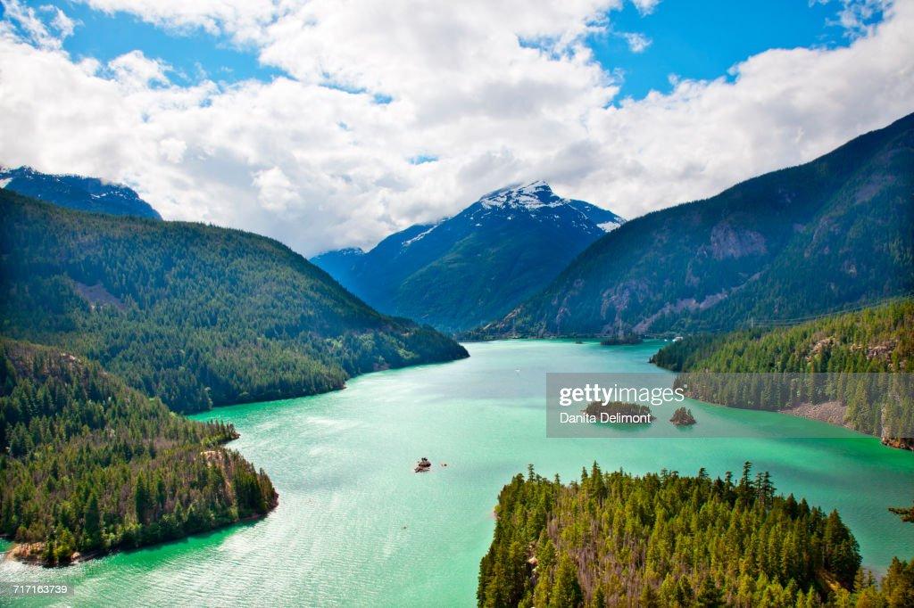 Boat on Diablo Lake, North Cascades National Park, Washington State, USA : Foto de stock