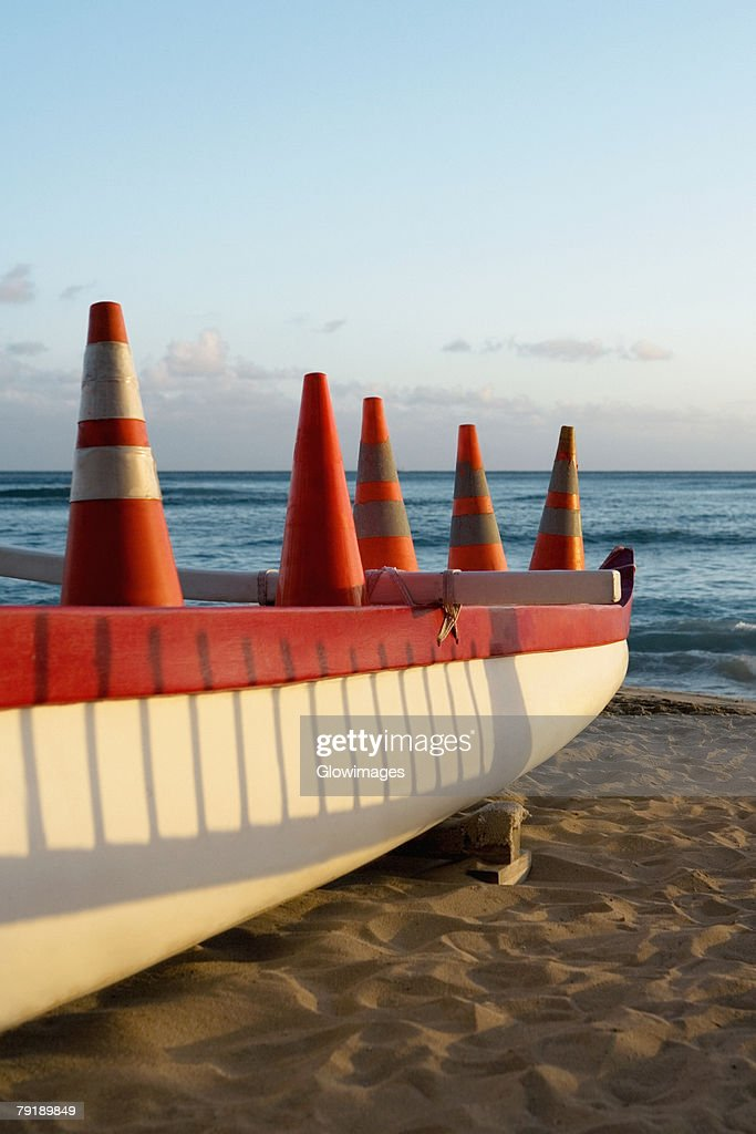 Boat on the beach, Waikiki Beach, Honolulu, Oahu, Hawaii Islands, USA : Foto de stock