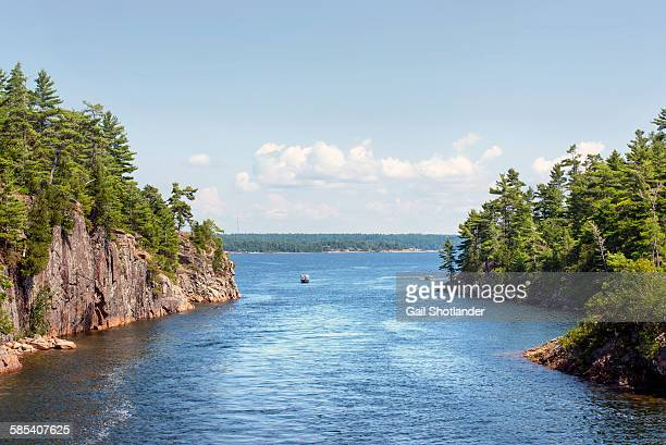 boat & play in rocky pass - great lakes stock pictures, royalty-free photos & images