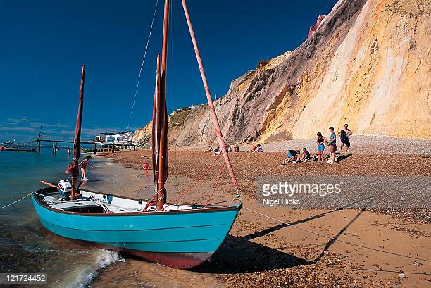 boat pulled up on the beach - alum bay stock pictures, royalty-free photos & images