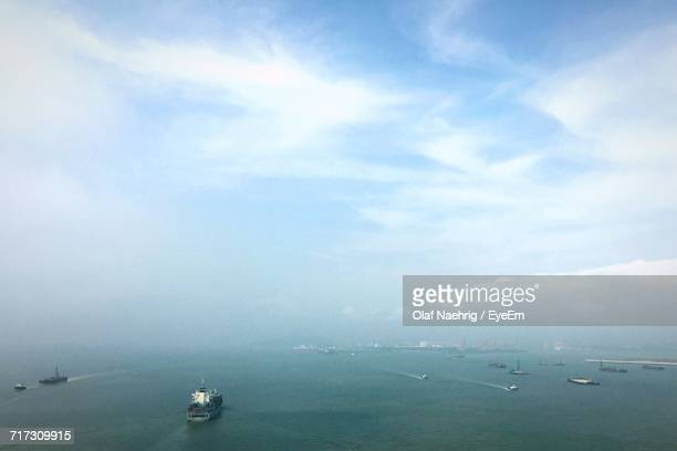 boat sailing in sea - incheon stock pictures, royalty-free photos & images