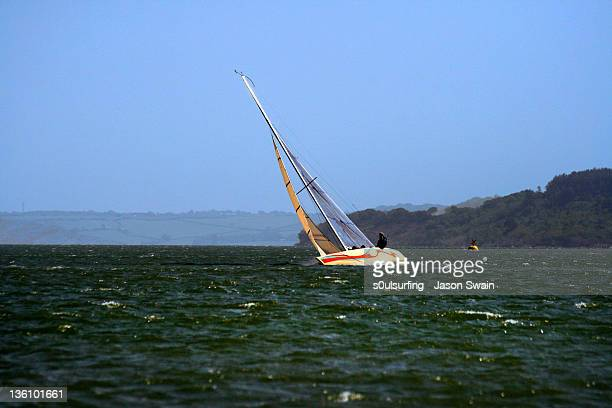 boat sailing on sea - s0ulsurfing stock pictures, royalty-free photos & images