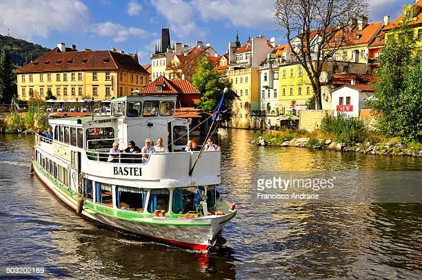 CONTENT] Boat sailing on the Vltava to Prague city background Czech Republic Barco navegando no rio Moldávia com a cidade Praga a fundo República...