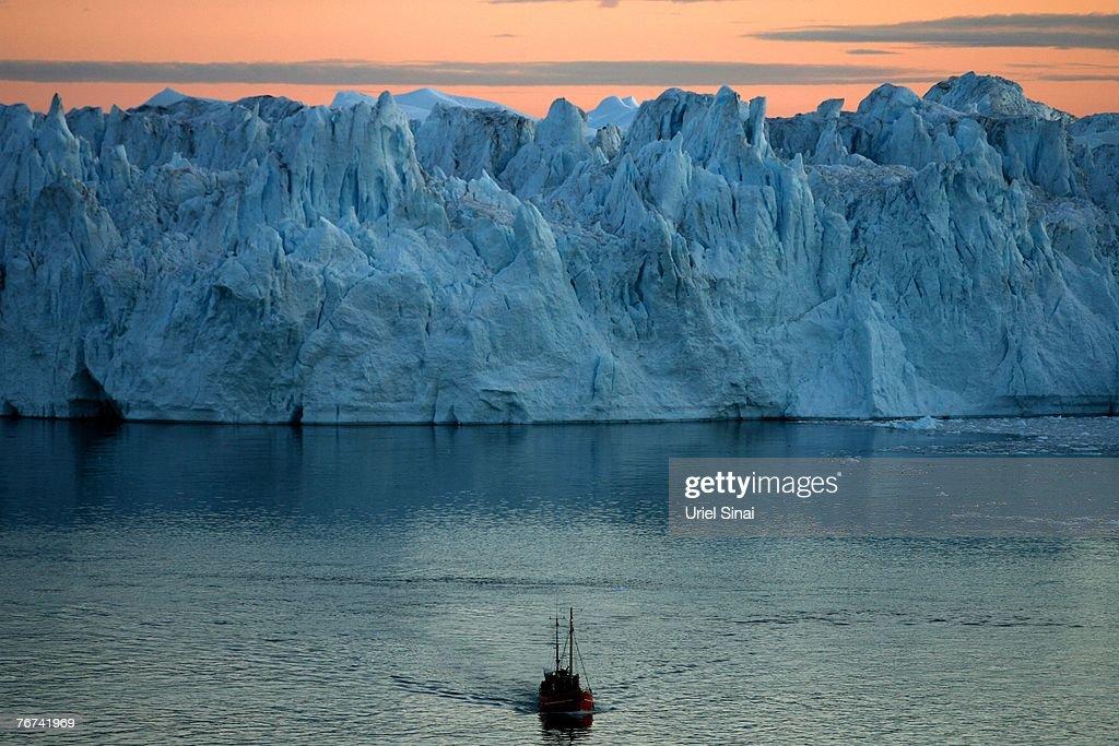 Greenland Ice-Cap Draws Global Warming Tourists : News Photo