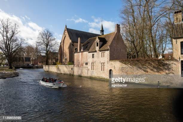 ボートツアーにブルージュ, ベルギー - ベルフォール ストックフォトと画像