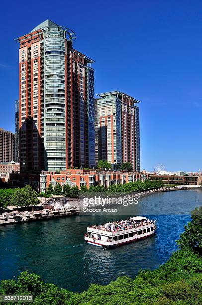 boat tour in chicago river, chicago - tourboat stock pictures, royalty-free photos & images