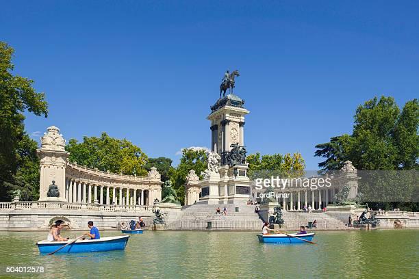 Boat tour in Retiro park