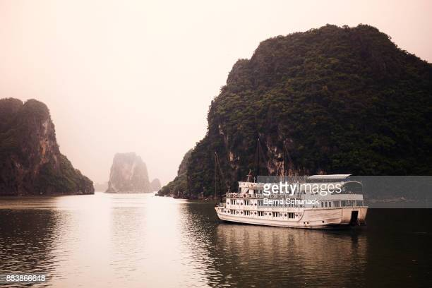 boat trip across famous halong bay - bernd schunack stock pictures, royalty-free photos & images