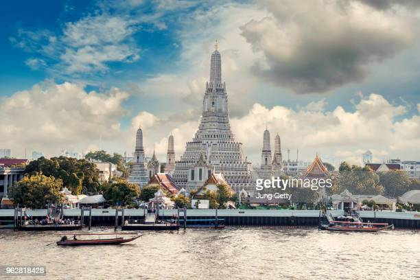 boat trip for tour wat arun is a buddhist temple in bangkok, thailand - バンコク ストックフォトと画像