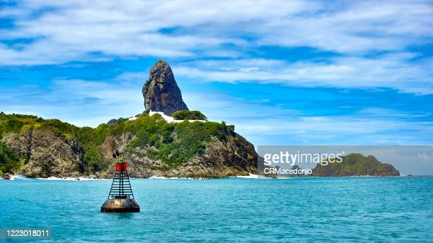 boat trip through the bay of santo antonio. a signal buoy in front of us. in the background, fort nossa senhora dos remédios, morro do pico and morro dois irmãos. - crmacedonio stock pictures, royalty-free photos & images
