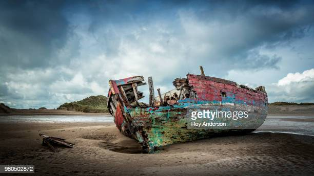 boat wreck on beach, braunton, north devon, england - shipwreck stock pictures, royalty-free photos & images