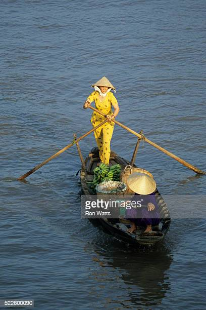 boater in mekong delta - can tho province stock pictures, royalty-free photos & images