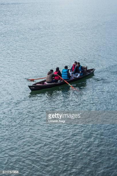 Bootsfahrten auf dem See am Hang