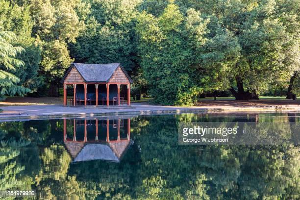 boating lake ii - バタシーパーク ストックフォトと画像