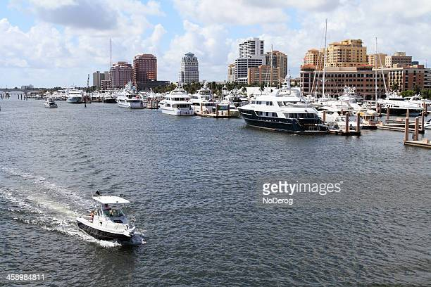 Boating traffic on Intracoastal Waterway in West Palm Beach