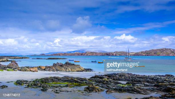 boats anchored near the coastline, iona, inner hebrides, scotland, uk - coastline stock pictures, royalty-free photos & images