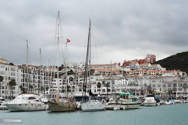 boats and apartments in la linea de conception - la linea de conception stock pictures, royalty-free photos & images