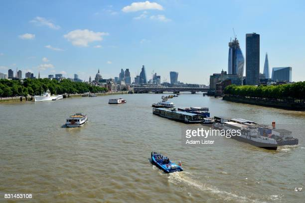 Boats and sights on the Thames