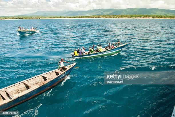Boote mitbringen Passagiere auf MV Liemba Schiff, Lake Tanganyika