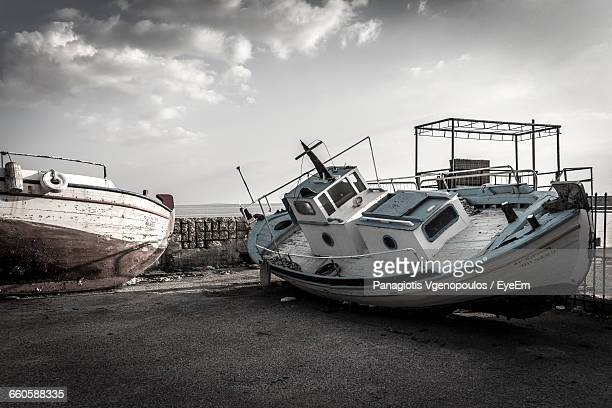 boats at beach against sky - vgenopoulos stock pictures, royalty-free photos & images