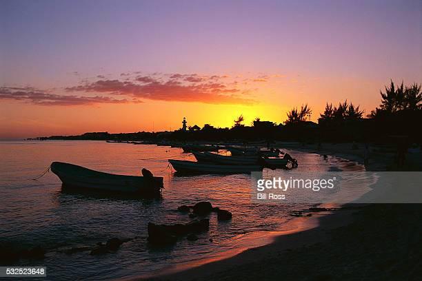 boats at playa del carmen - carmen ross fotografías e imágenes de stock