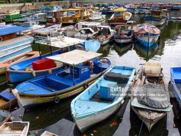 boats at the pier - leonardo costa farias stock pictures, royalty-free photos & images