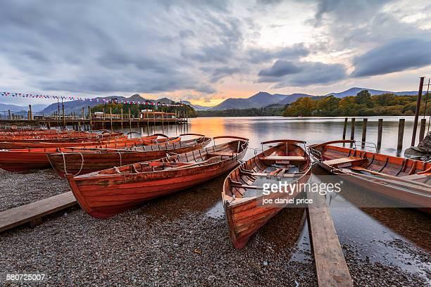 boats, derwent water, keswick, lake district, uk - derwent water - fotografias e filmes do acervo