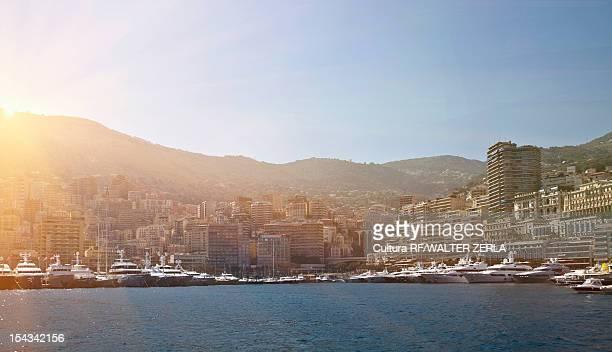 boats docked in urban harbor - monaco photos et images de collection