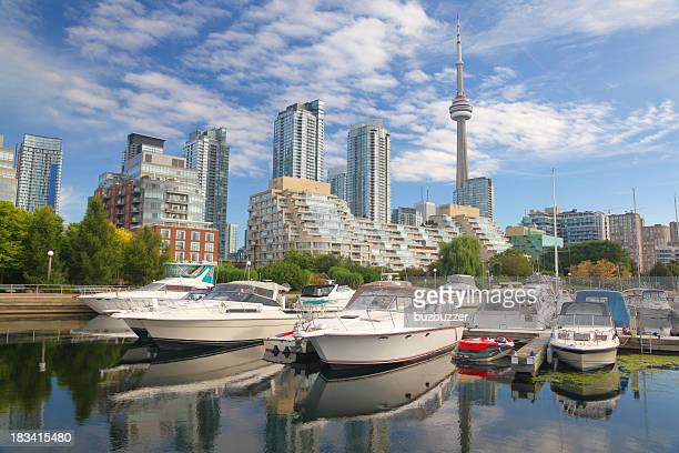 boats in downtown toronto city marina - buzbuzzer stock pictures, royalty-free photos & images