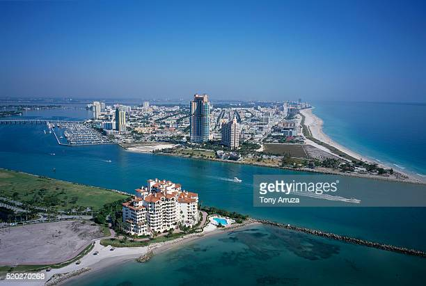 boats in government cut - fisher island stock pictures, royalty-free photos & images
