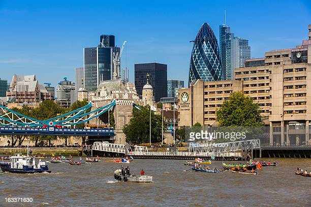 boats in great river race on river thames - sports race stock pictures, royalty-free photos & images