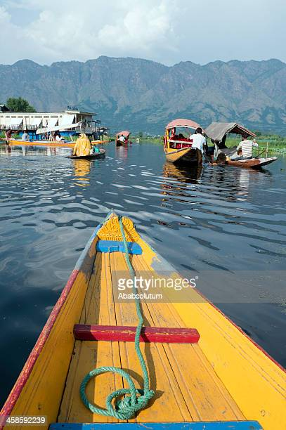 boats in lake dal kashmir india - jammu and kashmir stock pictures, royalty-free photos & images