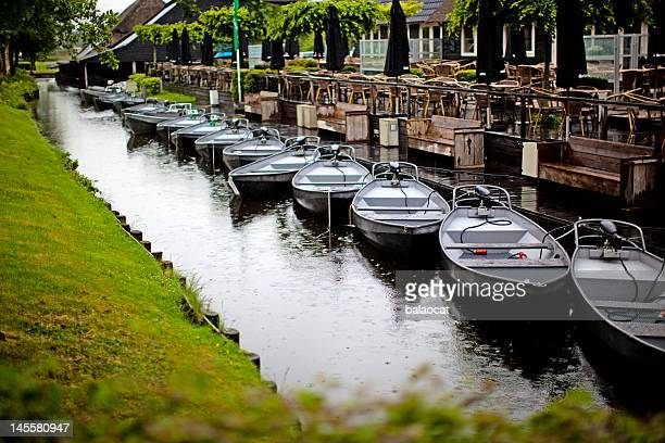 boats in pond - giethoorn stock pictures, royalty-free photos & images
