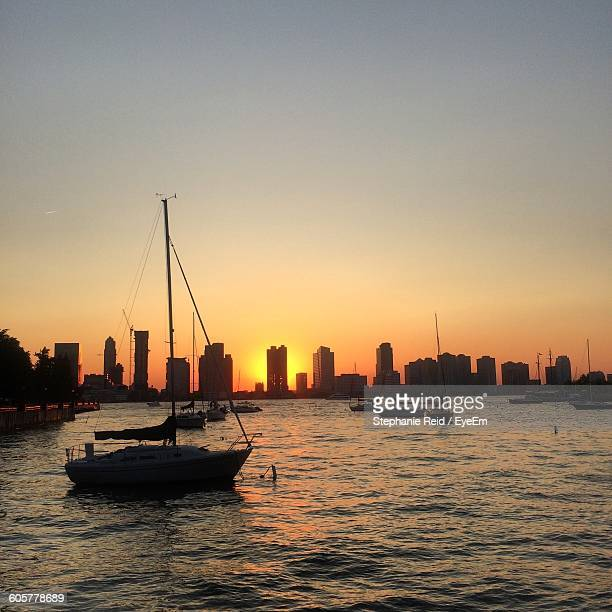 boats in sea by cityscape against sky during sunset - reid,_wisconsin stock pictures, royalty-free photos & images
