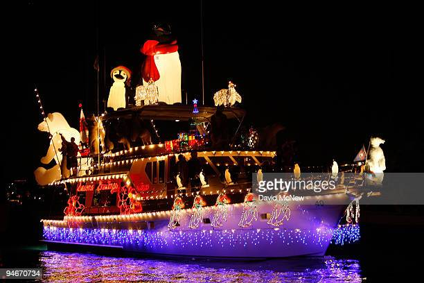 Christmas Boat Decorations.19 Boats And Yachts Take Part In The Newport Beach Christmas
