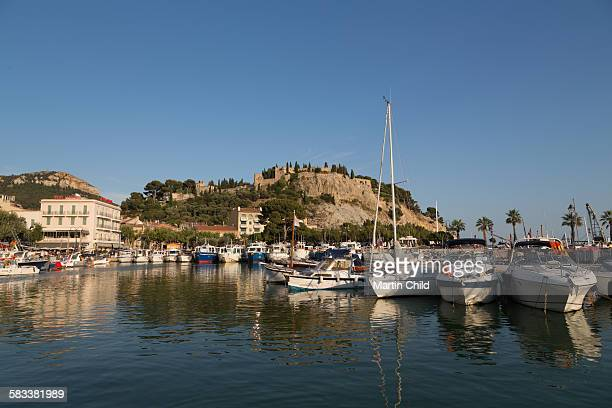 boats in the harbour at cassis - loir et cher stock pictures, royalty-free photos & images