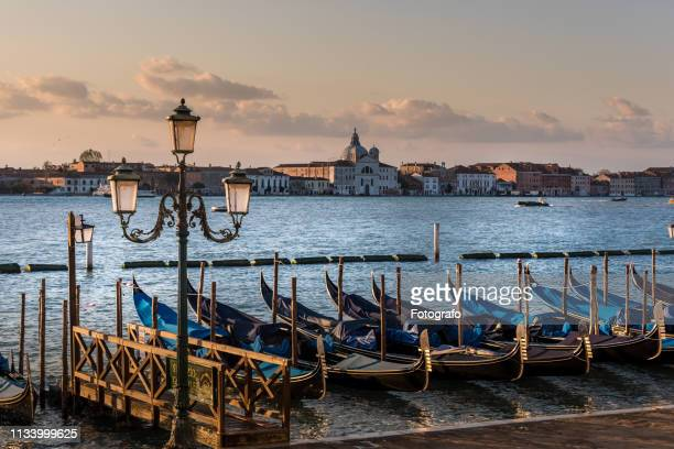 boats in venice italy - luogo d'interesse stock pictures, royalty-free photos & images