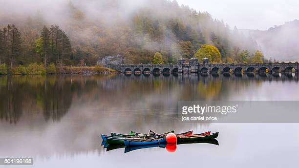 boats, lake vyrnwy, llanwddyn oswestry, powys, wales - lake vyrnwy stock pictures, royalty-free photos & images