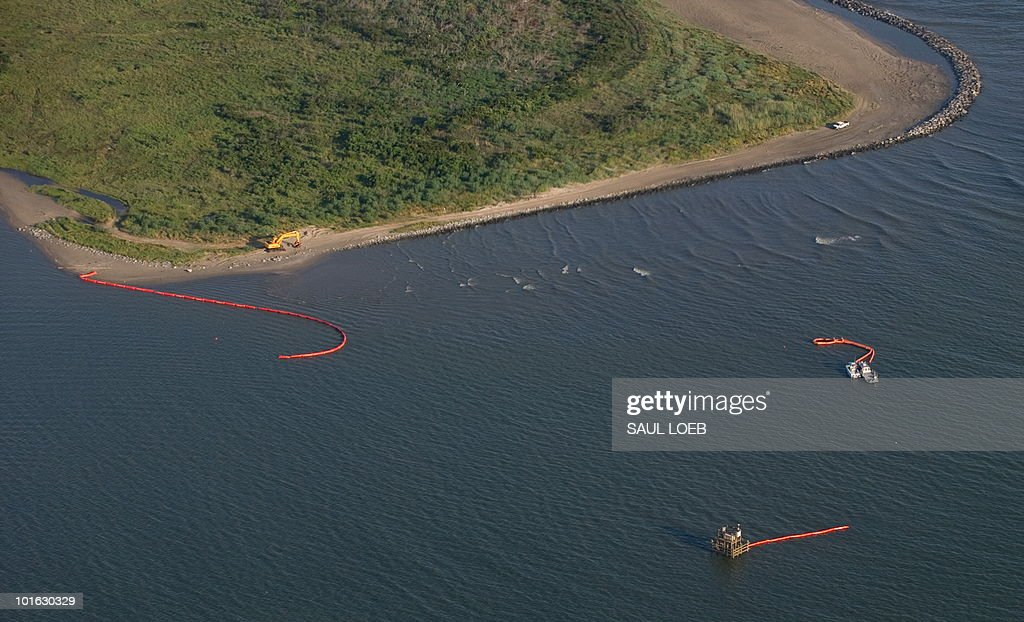 Boats lay out oil booms to try to block oil from the BP Deepwater Horizon spill from reaching land in the water off the coast of Grand Isle, Louisiana, as seen from the air June 4, 2010. US President Barack Obama traveled to the Gulf Coast, his third trip to the region following the oil spill from BP's Deepwater Horizon well in the Gulf of Mexico. Presaident Obama fired a seething warning to BP Friday, warning the oil giant must not go cheap on Gulf of Mexico disaster victims while paying billions of dollars in share dividends. AFP PHOTO / Saul LOEB