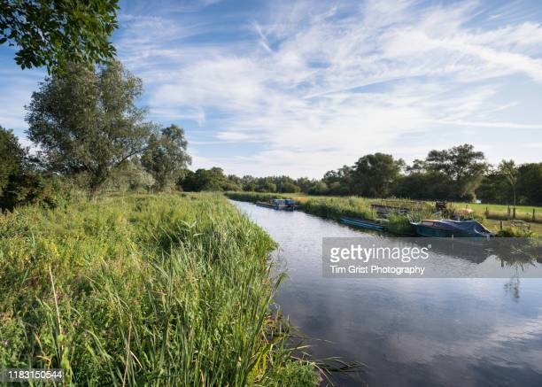 boats moored along a river - water's edge stock pictures, royalty-free photos & images