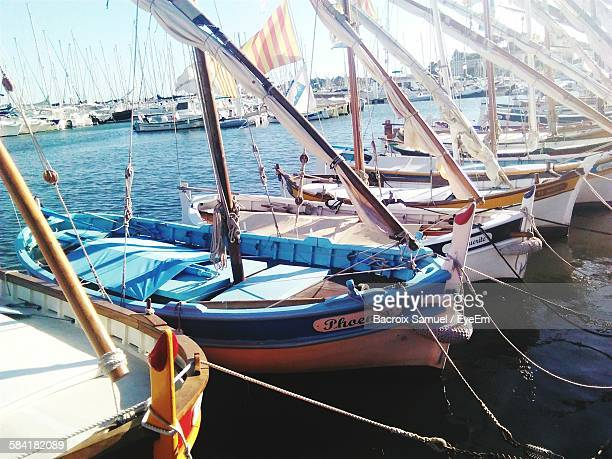 boats moored at harbor on river - bandol photos et images de collection