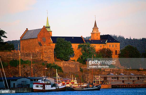 boats moored below akershus fort and castle, oslo, norway, europe - laeken stock pictures, royalty-free photos & images