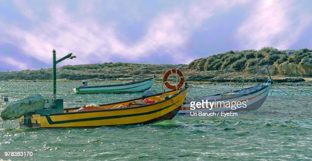 boats moored on sea against sky - barulho stock pictures, royalty-free photos & images