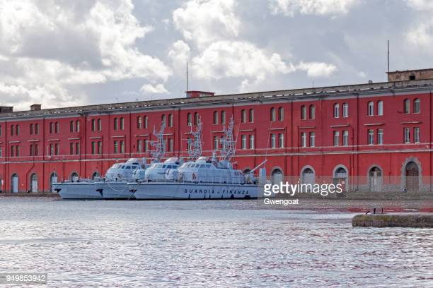 boats of the guardia di finanza - gwengoat stock pictures, royalty-free photos & images
