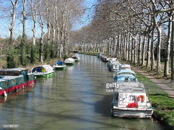 boats on canal du midi - canal du midi photos et images de collection
