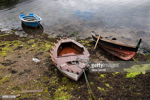 boats on combarro, concejo de poio, rias bajas, pontevedra, galicia - turista stock-fotos und bilder