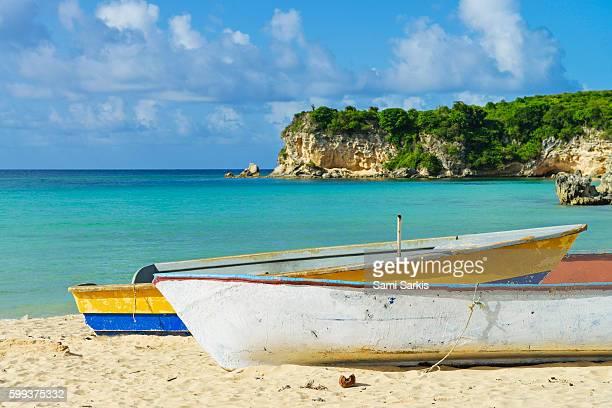 boats on playa macao beach, punta cana, dominican republic, caribbean - punta cana fotografías e imágenes de stock